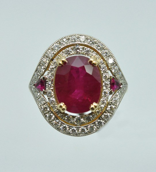 Bague ancienne, rubis diamants.