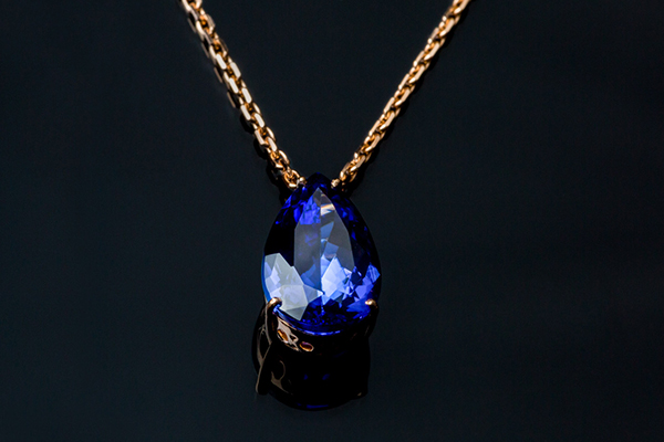 """A drop in the ocean"" pear sapphire. Rose gold setting."