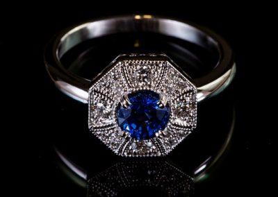 Bague « tour d'ivoire »  Monture or blanc, saphir diamants