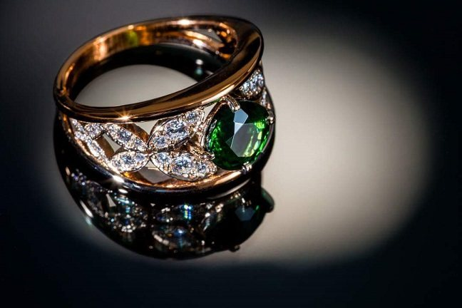 Bague « papillons » Monture or rose, grenat tsavorite diamants