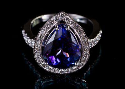 Bague Tanzanite. Monture or blanc palladié diamants