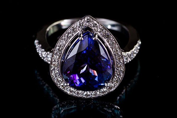 Bague Tanzanite. Monture or blanc palladié diamants