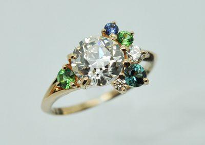 Bague florale. Diamants, saphir, grenats tsavorite, tourmaline Paraïba.