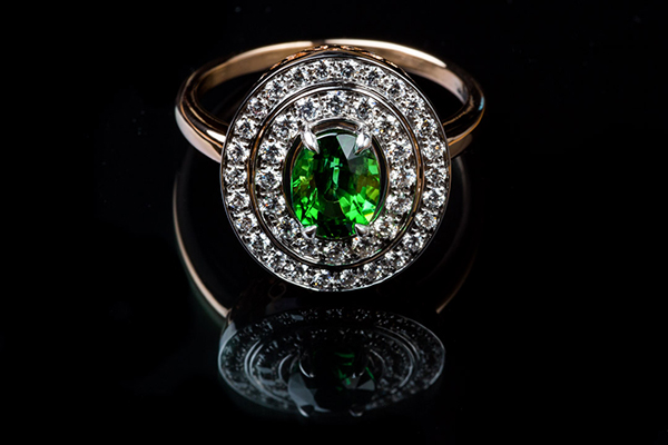 Bague grenat tsavorite diamants. Monture or rose or blanc palladié