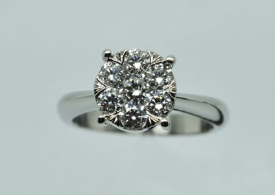 Bague illusion. Monture platine et diamants