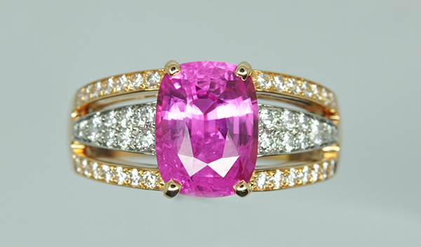 Bague saphir rose diamants. Monture or rose et platine. (2/2)