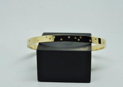 Bracelet « envole toi ». Serti aléatoire de diamants blancs et champagnes. Or jaune