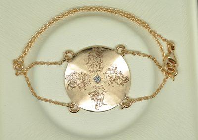 Bracelet 4 saisons. L'histoire de ce bijou raconte la naissance de 4 filles d'une même fratrie sur les 4 saisons