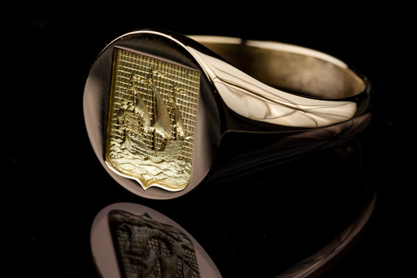 Signet ring for Man Yellow Gold Engraving Boat